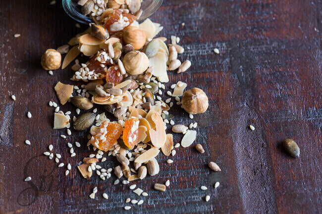 Ontbijttopping met noten en zaden | simoneskitchen.nl