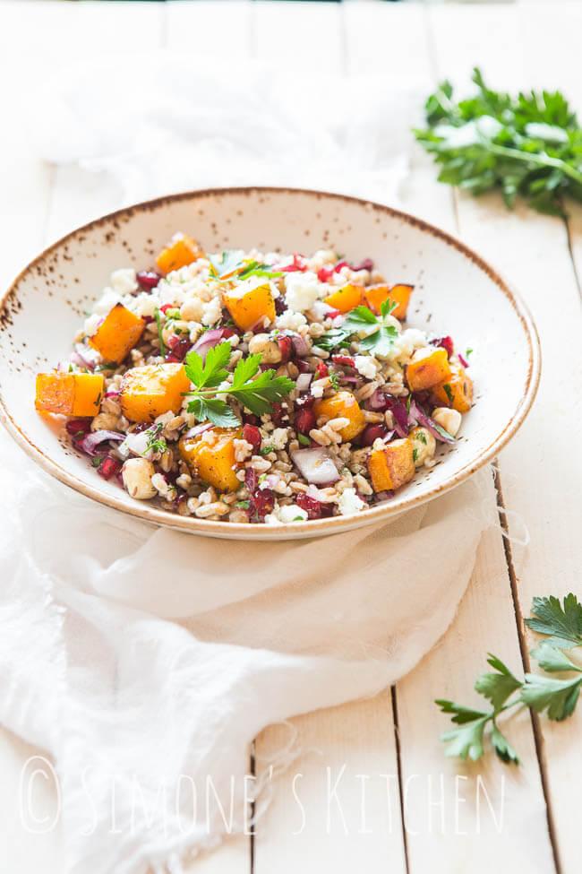Spelt salade met geroosterde pompoen en granaatappelpitjes | simoneskitchen.nl