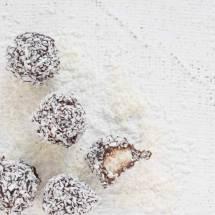 Kokosballetjes met rauwe cacao | simoneskitchen.nl