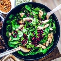 Simoneskitchen - Welke koolhydraatarme producten moet je altijd op voorraad hebben - Salade kip en spinazie   simoneskitchen.nl