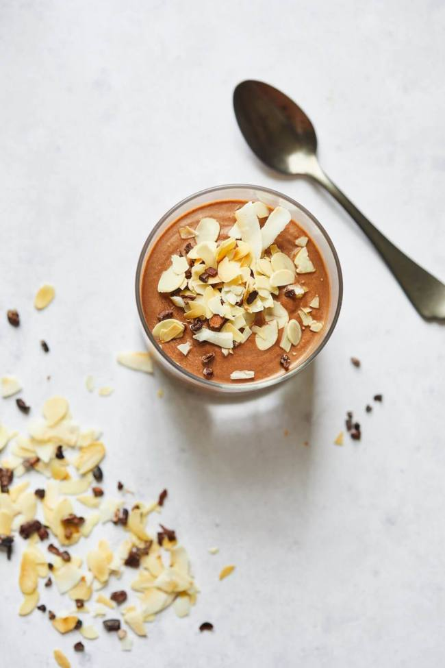 Heerlijke romige paleo chocolademousse met amandelschaafsel