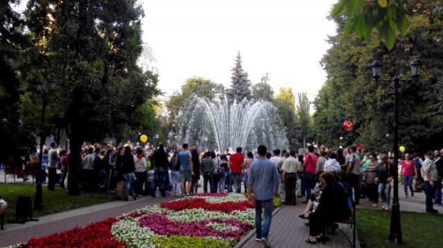 """Ein Park im Zentrum - am """"Tag der Stadt"""" sehr voll."""