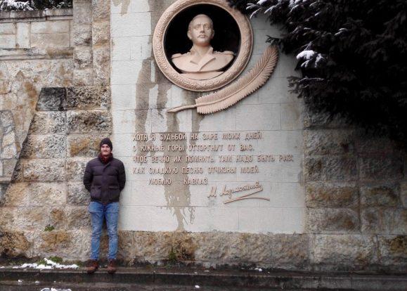 Ein Denkmal für den berühmten Dichter der Romantik. M. Ju. Lermontov. Er verbrachte aufgrund von Verbannung einige Zeit im Kaukasus.