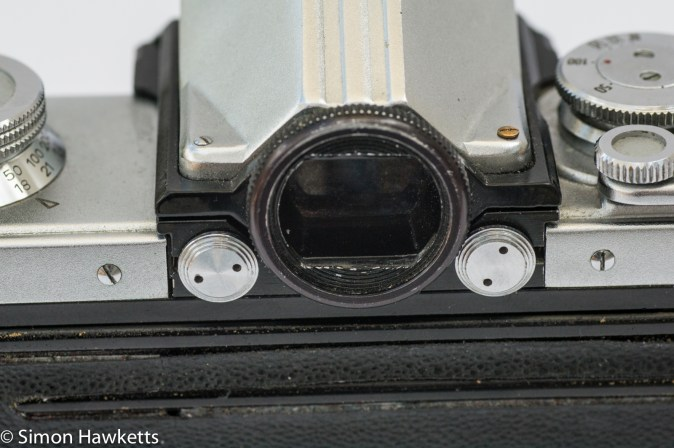 Edixa flex - viewfinder and release buttons