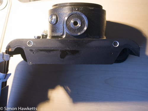 Pentacon Six shutter removal - Remove the bottom plate