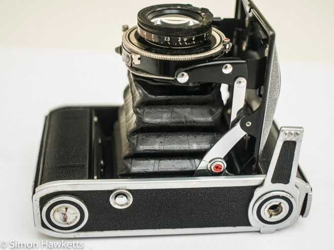 Voigtlander Bessa 66 - bottom of camera showing stand