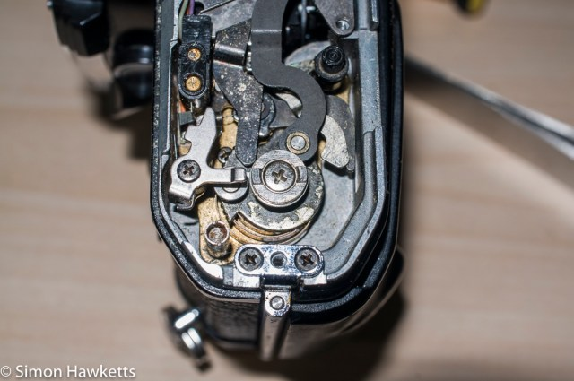Repairing a Pentax ME - Detail picture of the Pentax Super Program shutter linkage