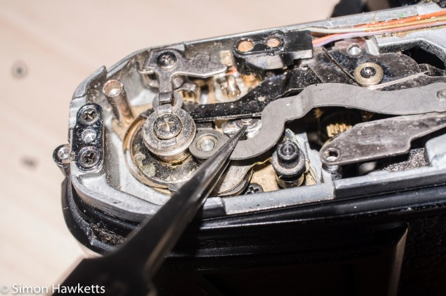 Repairing a Pentax ME - Lifting off the shutter linkage from the Pentax Super Program