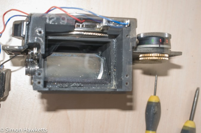 Ricoh Singlex TLS repair - the old light seals in the mirror box
