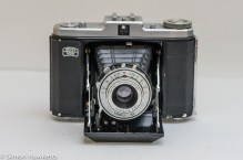 Zeiss Ikon Nettar II 517/16 front view with lens open