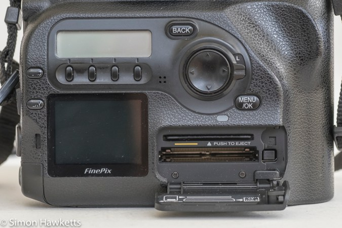 Fuji finepix S2 Pro DSLR - twin data storage