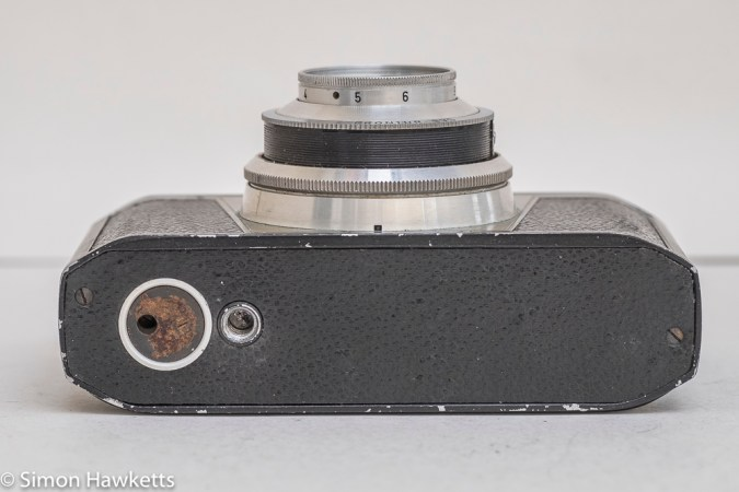 Iloca rapid 35mm viewfinder camera - bottom view showing missing 'Press to rewind' label