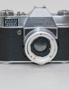 A picture of a Kodak Retina Reflex S camera