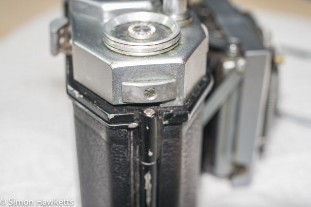 Cleaning and servicing the Agfa Karat 12 film advance. 3