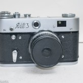 Fed 3 rangefinder camera - Front of camera with lens cap fitted