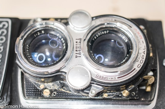 Yashica 635 - removing the shutter unit screws
