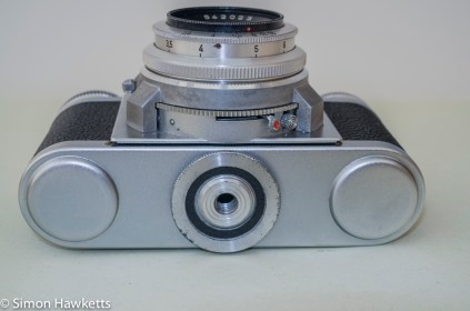 Braun Paxette viewfinder camera - Bottom of camera with tripod bush