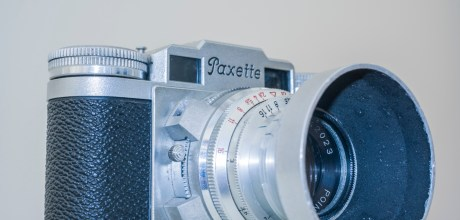 Braun Paxette viewfinder camera - Camera with lens hood and filter