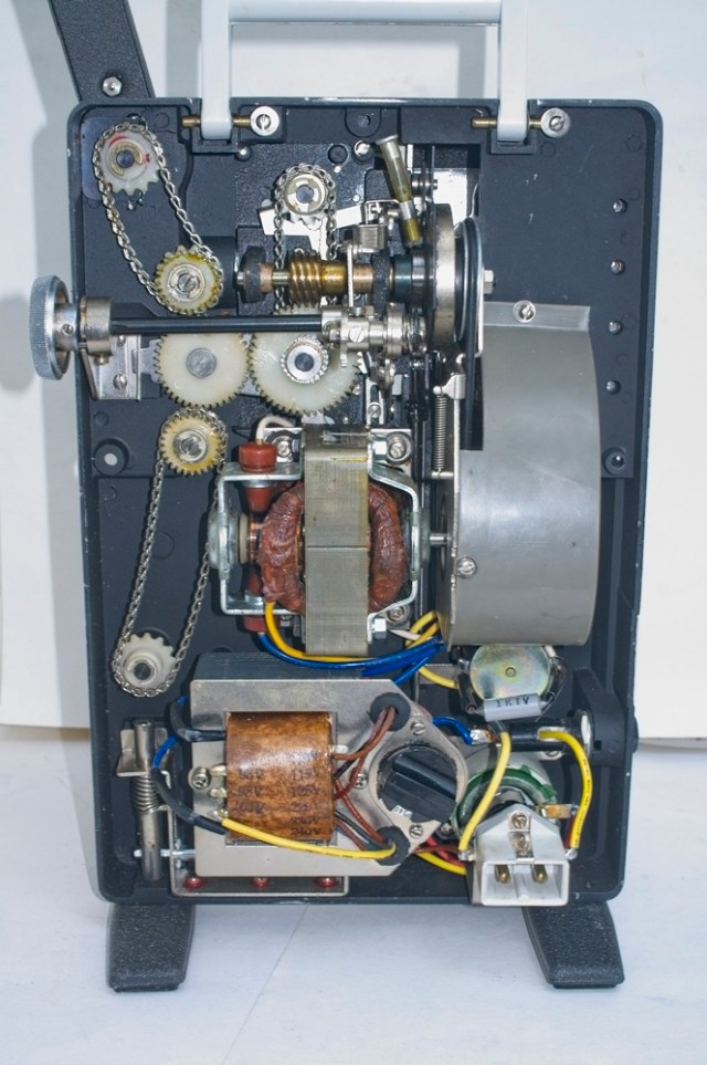 Chinon Universal 8 projector - Projector with the back cover removed