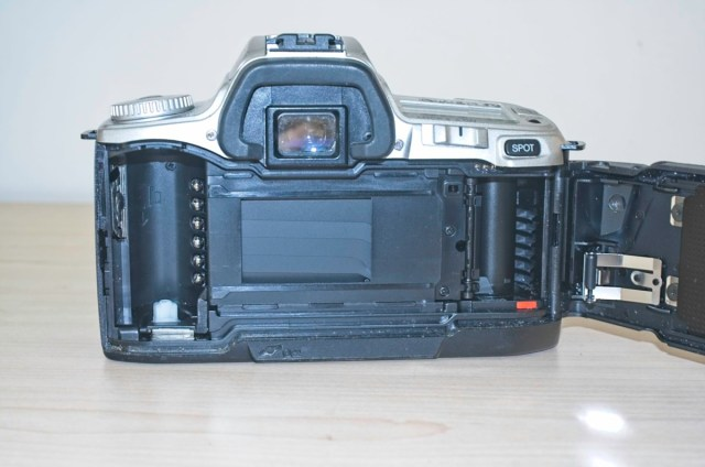 The Minolta Dynax 404 si 35mm plastic SLR Camera 7