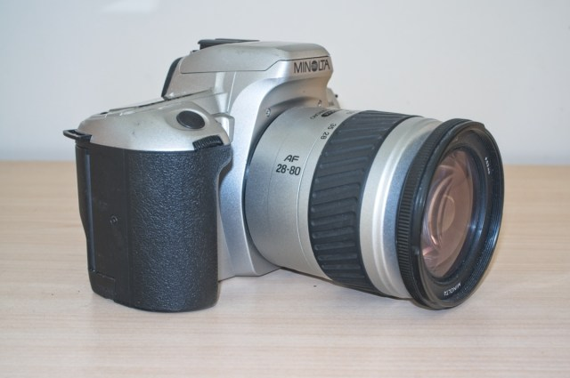 The Minolta Dynax 404 si 35mm plastic SLR Camera 2