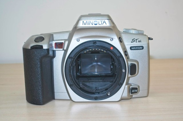 The Minolta Dynax 404 si 35mm plastic SLR Camera 11