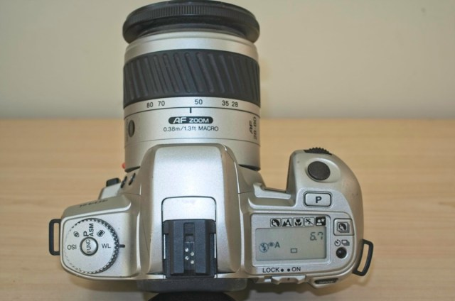 The Minolta Dynax 404 si 35mm plastic SLR Camera 4