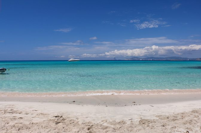 Pristine looking beach, even better after our cleaning :)