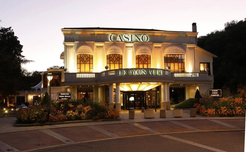 This is a picture of the exterior of Casino Le Lyon Vert. Under the picture you can read about gambling, onlien gamblign laws, regulations, rules in France including the legal status of sports betting, bingo, keno, lottery, bitcoin and casino gambling.