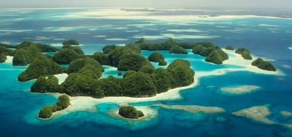 Picture of a couple of small islands in Micronesia. Gambling is legal in Micronesia.