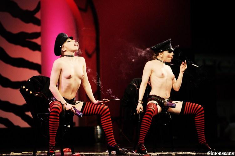 Erotica_2004_055