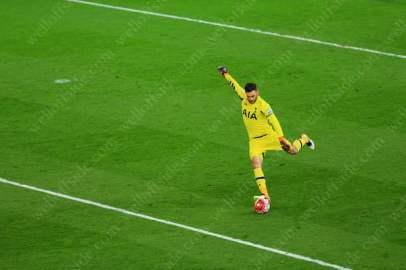 Spurs goalkeeper Hugo Lloris kicks the ball clear