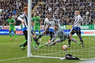 Jermain Defoe (L) opens the scoring for Sunderland