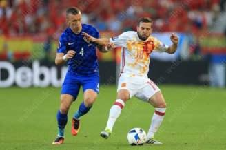 Ivan Perisic of Croatia battles with Jordi Alba of Spain