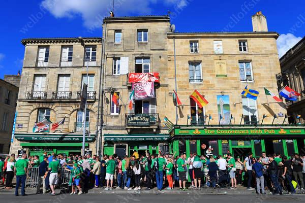 The heaving Connemara Irish Pub in Bordeaux