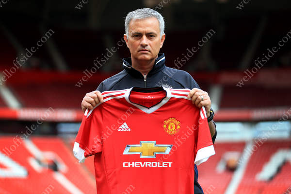 New Man Utd manager Jose Mourinho oozes contempt during his unveiling