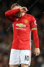 Wayne Rooney of Man Utd looks dejected