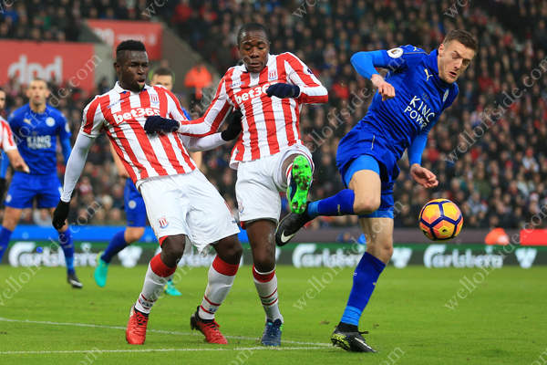 Jamie Vardy of Leicester battles with Mame Biram Diouf of Stoke (L) and Gianelli Imbula of Stoke