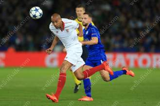Steven N'Zonzi of Sevilla battles with Daniel Drinkwater of Leicester