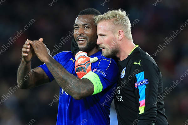 Wes Morgan of Leicester (L) celebrates victory with teammate Leicester goalkeeper Kasper Schmeichel