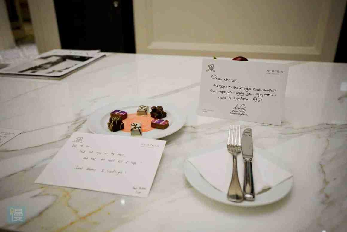 瑞吉吉隆坡酒店 歡迎點心及手寫歡迎信
