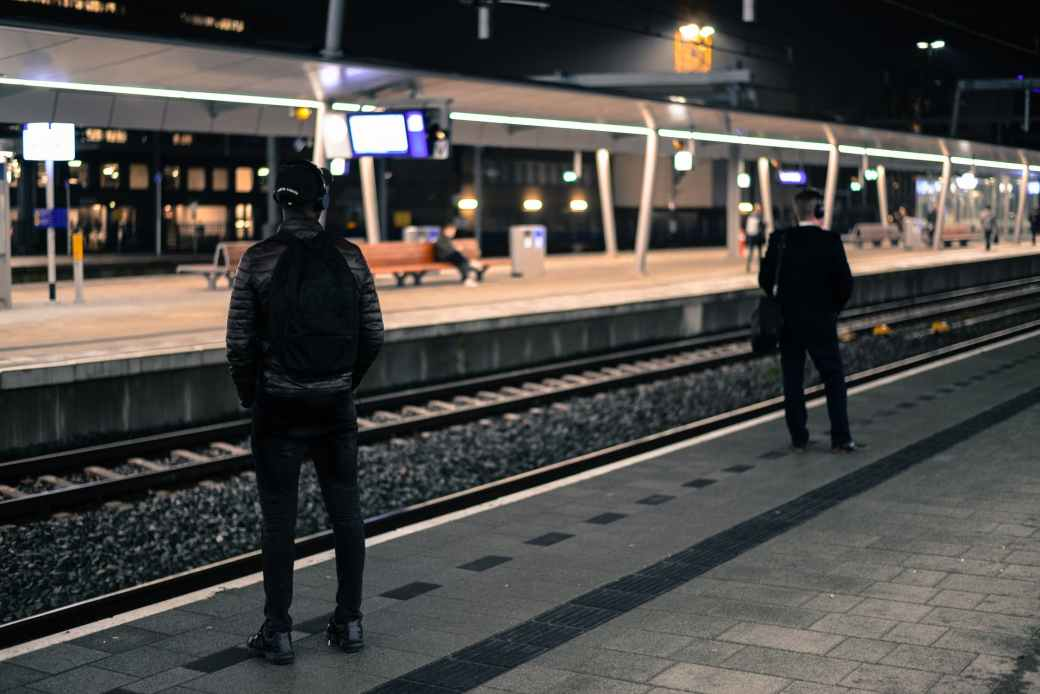 train-station-netherlands-platform-722707.jpg