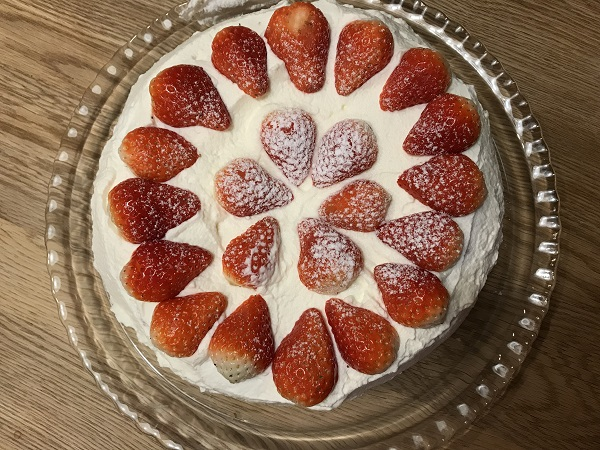 お誕生日いちごケーキ