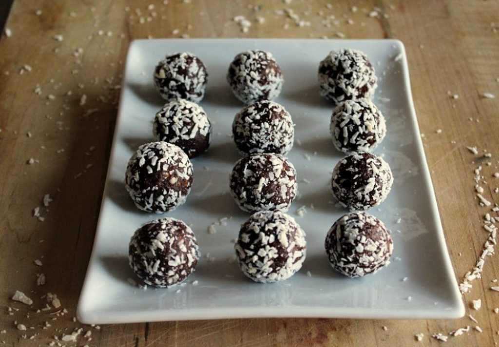 Chocolate Almond bites made with dates, almonds, cacao and coconut #healthy Simple and Savory