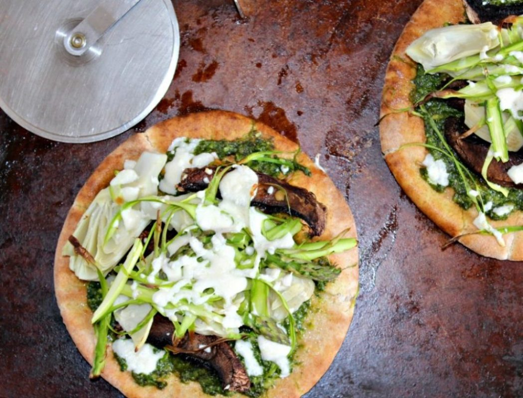 sprig veggie pizza with spinach pesto and artichokes simpleandsavory.com