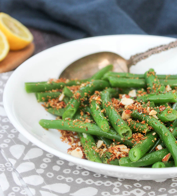 a close up picture of green beans with crispy topping