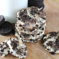Bite through a crunchy chocolate and cream outer layer and you are rewarded with a soft, chewy, slightly cheesecake flavored filling with these Oreo Cheesecake Cookies!
