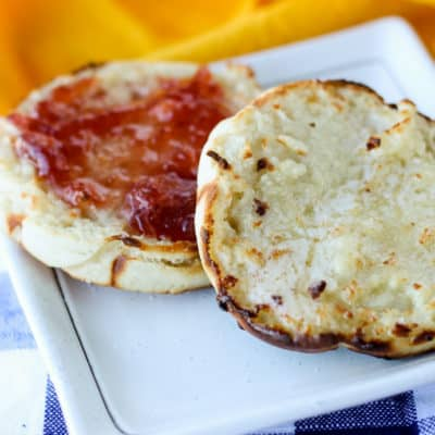 Start your day with these easy Homemade English Muffins made with mason jar rings and cooked on a griddle! homemade bread | breakfast | easy English muffins | how to make English muffins