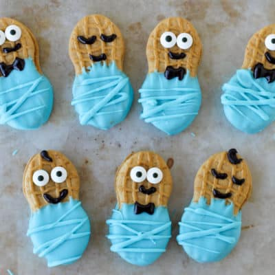 These adorable (and tasty) Little Peanut Cookie Babies are perfect for baby showers! They are a no bake treat so you just need a few supplies and you're done!