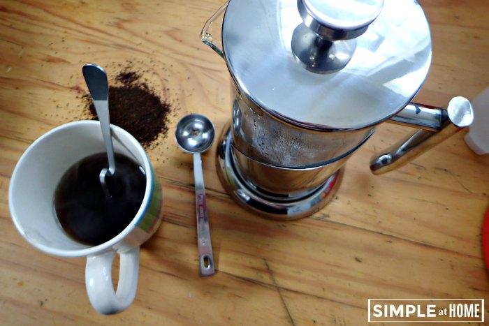 Earch friendlyt coffee with a frenbch press